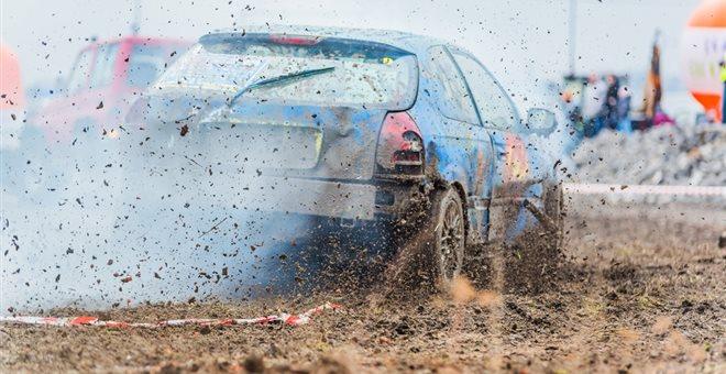 Καυγαδάκι προκάλεσε παραλίγο τραγωδία σε αγώνα autocross — ΣΚΑΪ (www.skai.gr)