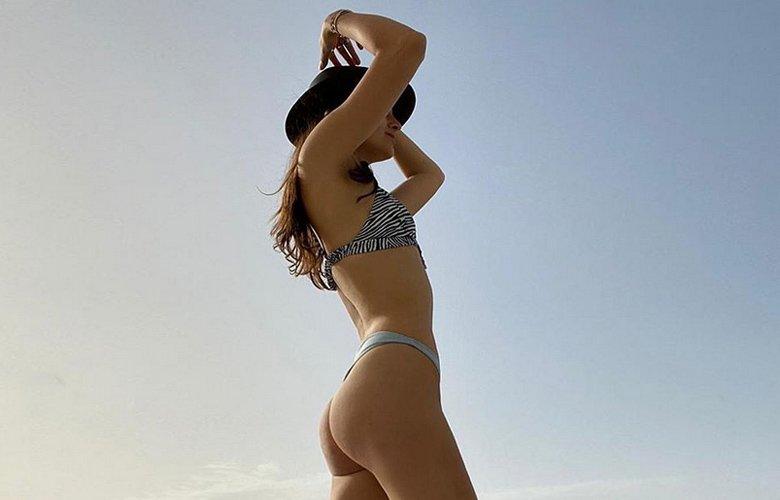 Η Εύη Ιωαννίδου ποζάρει topless με στρινγκ εσώρουχο – News.gr
