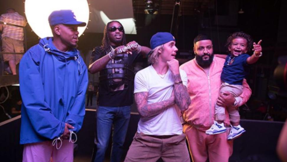 Γιατί οι Justin Bieber και Chance The Rapper Team δίνουν 250.000 δολάρια στους θαυμαστές;